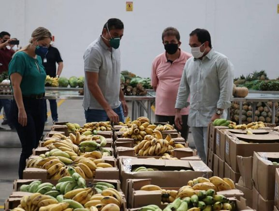 Em Iranduba, Wilson Lima acompanha coleta de alimentos que serão doados a instituições sociais