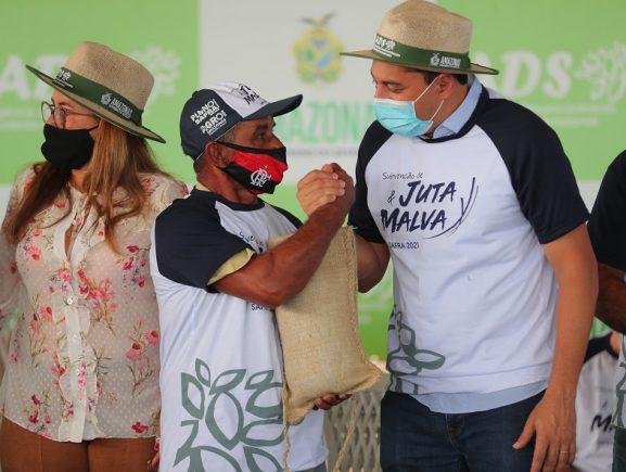 Governador Wilson Lima paga subvenção de juta e malva